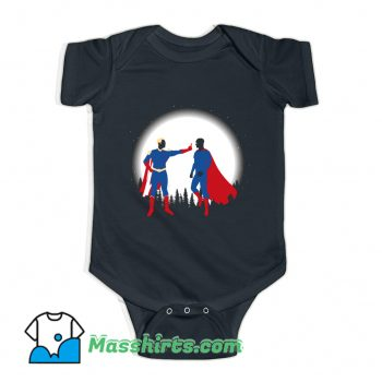 Cartoon Patriota Vs SuperHombre Baby Onesie